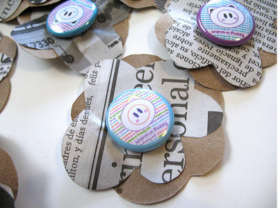 Pins, Badges and Buttons - - Warm 'n Fuzzy - .: Flower Buttons:.