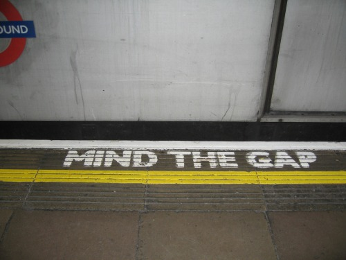 Wayfinding and Typographic Signs - mind-the-gap