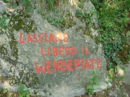 Wayfinding and Typographic Signs - lasciare-libero-il-wendeplatz