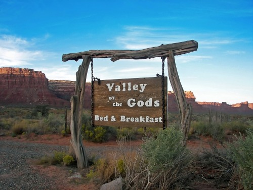 Wayfinding and Typographic Signs - valley-of-the-gods
