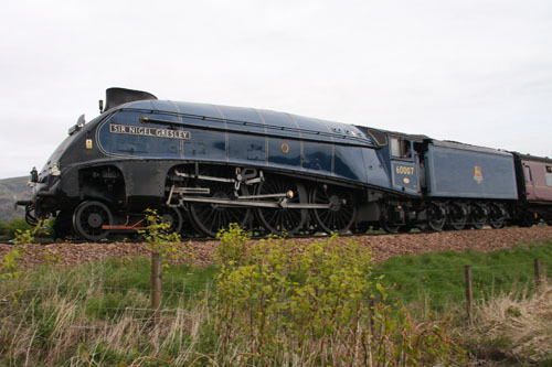 An Art Deco locomotive known to trainspotters as a Streak.