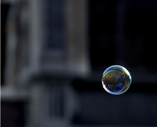 Mind-Blowing Photos - he floats a bubble in the air...